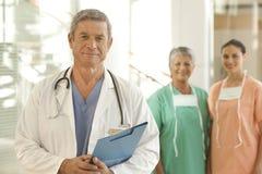 Médico y personal Imagen de archivo libre de regalías