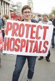 Médicos bajo fuego Reunión en Trafalgar Square Foto de archivo