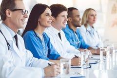 Médicos en la conferencia imagen de archivo