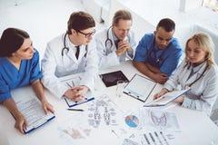 Médicos en la conferencia fotos de archivo