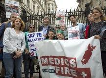 Médicos sob o fogo Reunião em Trafalgar Square imagem de stock royalty free