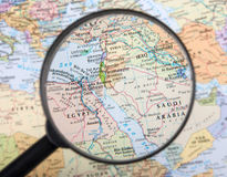 Médio Oriente sob a lente de aumento fotografia de stock