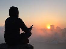 Méditation au lever de soleil Images stock