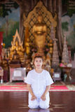 Méditation bouddhiste de nonnes sur le temple de la Thaïlande Image libre de droits