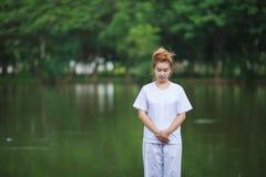 Méditation bouddhiste de nonnes sur le temple de la Thaïlande Photographie stock