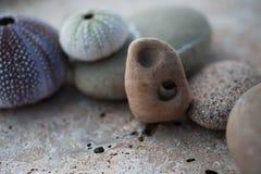 Méditation de pierre de mer de station thermale d'océan photographie stock