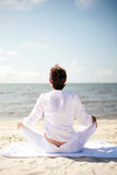 Méditation de plage Photo stock