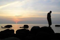 Méditation par la mer Images libres de droits