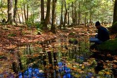 Méditation par le fleuve Image libre de droits