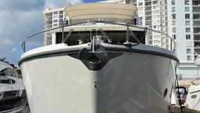 Méga-yacht Miami 4k banque de vidéos