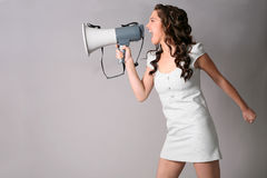 mégaphone de fille photographie stock libre de droits