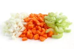 Mélange classique des carottes, du céleri et de l'oignon tout coupés  images libres de droits
