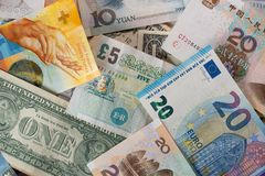 Mélange de différentes devises de billets de banque photographie stock