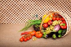Mélange de vitamine dans le panier en osier Photos libres de droits