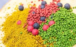 Mélange des amorces de carpe Boules et granule de protéine Photo stock