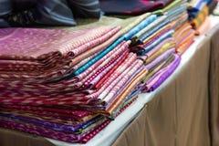 Mélange en soie thaïlandais, artisanat de ménage de soie thaïlandaise un produit par fait main images libres de droits