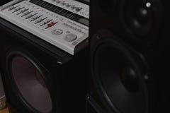 Mélangeur central de subwoofer et de canaux des 7 1 système de son de haute fidélité de THX Image libre de droits