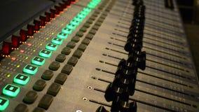 Mélangeur professionnel d'audio de studio banque de vidéos