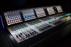 Mélangeur sonore professionnel pour vous musique images stock
