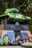 Mémorial aux soldats tombés soviétiques du réservoir T-34 dans la ville de Medyn, région de Kaluga, Russie photographie stock