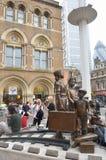 Mémorial dans la place d'espoir avec la station à l'arrière-plan Photos stock