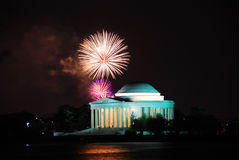 Mémorial de Jefferson avec des feux d'artifice, Washington DC Photographie stock