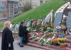 Mémorial expédient à la place de Maydan Nezalezhnosti à Kiev Photo libre de droits
