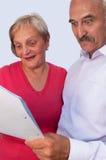Ménages mariés avec un contrat Images libres de droits