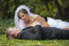 Ménages mariés nouvellement image libre de droits