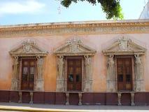 Mérida-Stadt gealterte Fassade in Mexiko lizenzfreie stockfotos