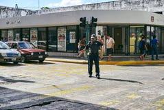 Mérida/Yucatan, Mexiko - 2. Juni 2015: Die Verkehrspolizei arbeitet im Stadtzentrumbereich von Merdia, Yucatan, Mexiko Stockbilder