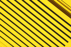 métal abstrait jaune dans l'acier et le backgr englan de balustrade de Londres image libre de droits