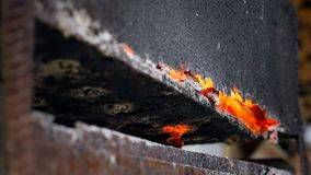 Métal brûlé Plan rapproché d'un rouge ardent de fer banque de vidéos