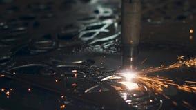 Métal de coupe de laser de commande numérique par ordinateur sur l'usine clips vidéos
