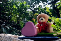 Métal et carnet roses de coeur Photo libre de droits