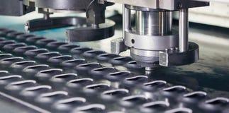 Métal perforant la machine industrielle Image libre de droits
