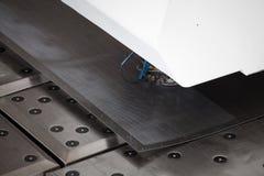 Métal perforant la machine industrielle Images libres de droits