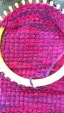 Métier à tisser de tricotage image stock