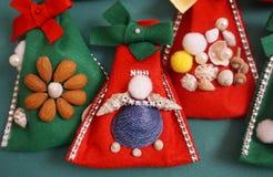 Métier d'ange, fait à partir des coquilles et des perles sur le sac senti Concept de décoration de métier de Noël photographie stock
