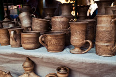 Métier traditionnel de poterie - tasse, soucoupe, plat Photographie stock