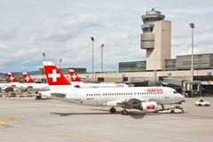 Métiers de l'air du SUISSE à l'aéroport de Zurich Image libre de droits