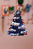 Métiers du ` s d'enfants d'arbre de Noël hors de papier Photographie stock