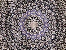 métiers Pièce centrale d'un vieux tapis avec un modèle oriental Fond Image libre de droits