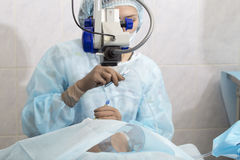 Método cirúrgico substituível da lente cristalina fotografia de stock