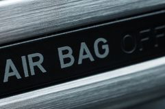 Métodos para aumentar seguridad del vehículo instalando los sacos hinchables fotos de archivo libres de regalías