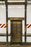 Métro à New York avec de vieilles tuiles historiques Images stock