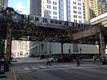 Métro de Chicago au-dessus de rue Photos libres de droits