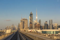 Métro de Dubaï dans un jour d'été à Dubaï Photo stock