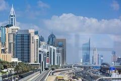 Métro de Dubaï dans un jour d'été à Dubaï photographie stock libre de droits