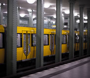 Métro jaune Photo stock